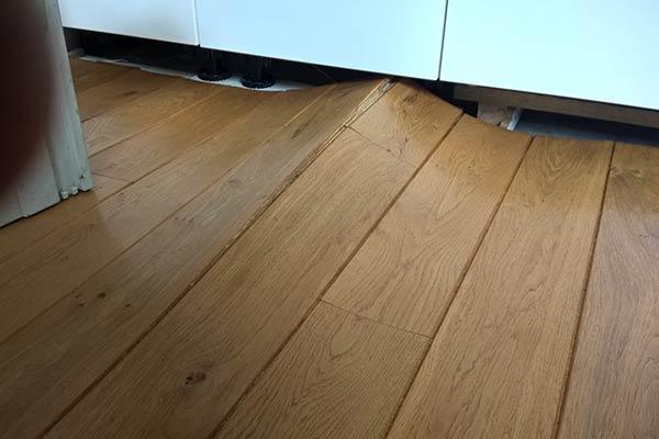 waterschade-aan-de-houten-vloer